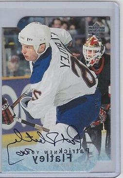 1995-96 BE A PLAYER PATRICK FLATLEY DIE CUT AUTO BAP SIGNATU